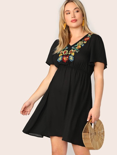 824b561983a Plus V-neck Embroidery Floral Ruffle Shoulder Dress