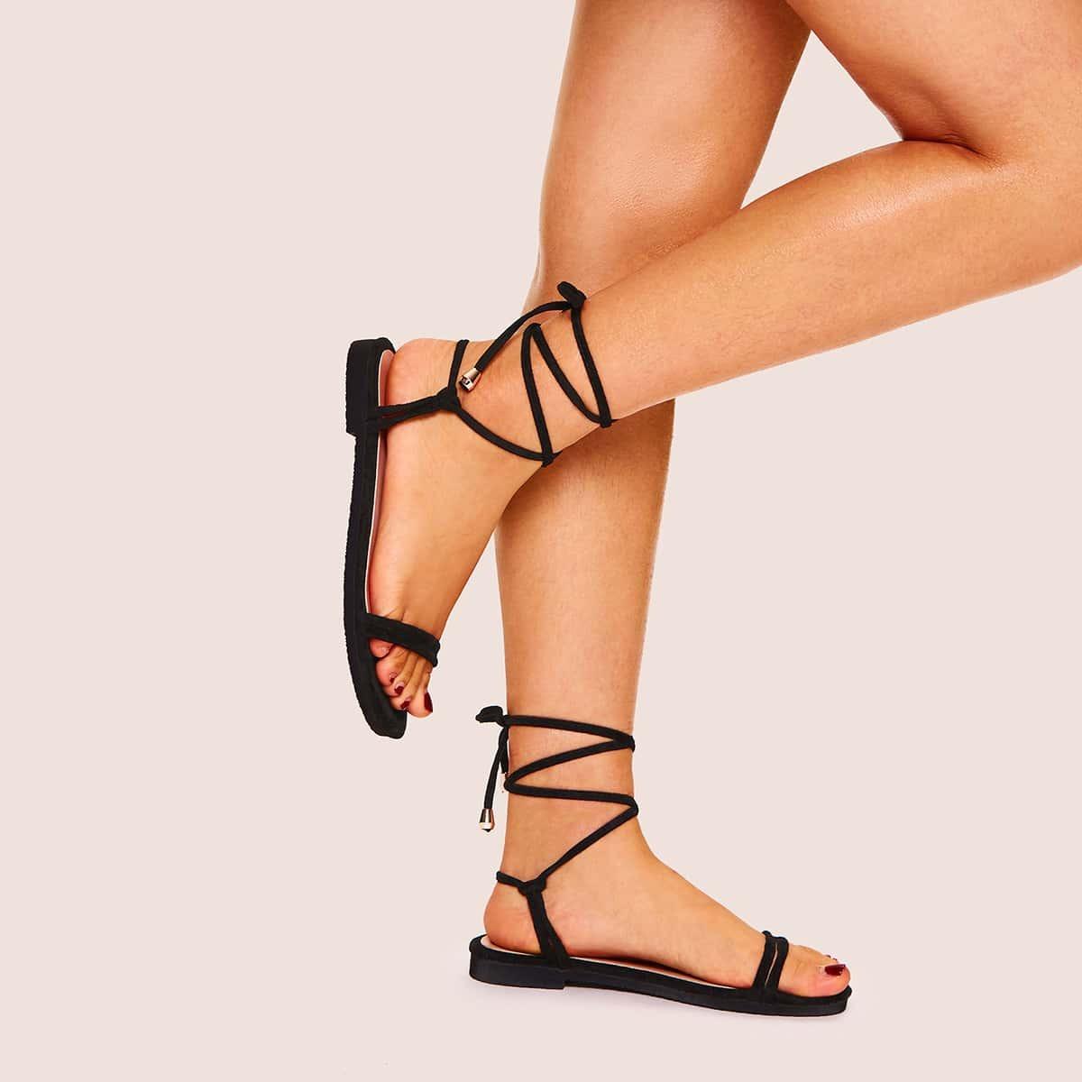 Сандалии на плоской подошве и на шнуровке от SHEIN