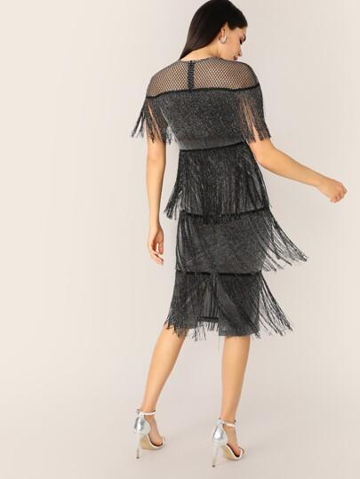 Vestido brillante bajo con abertura con fleco a capas con malla