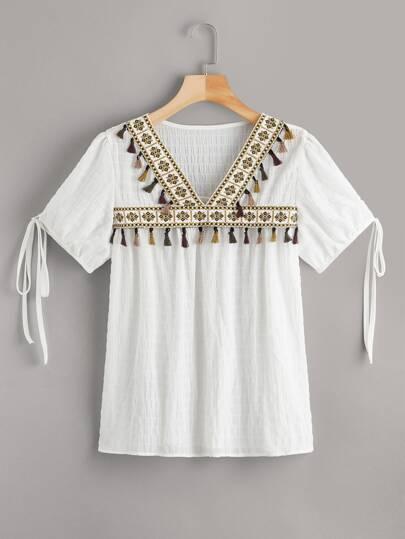 a2d97c637 Blusa fruncido de puño con nudo con diseño de fleco con estampado azteca