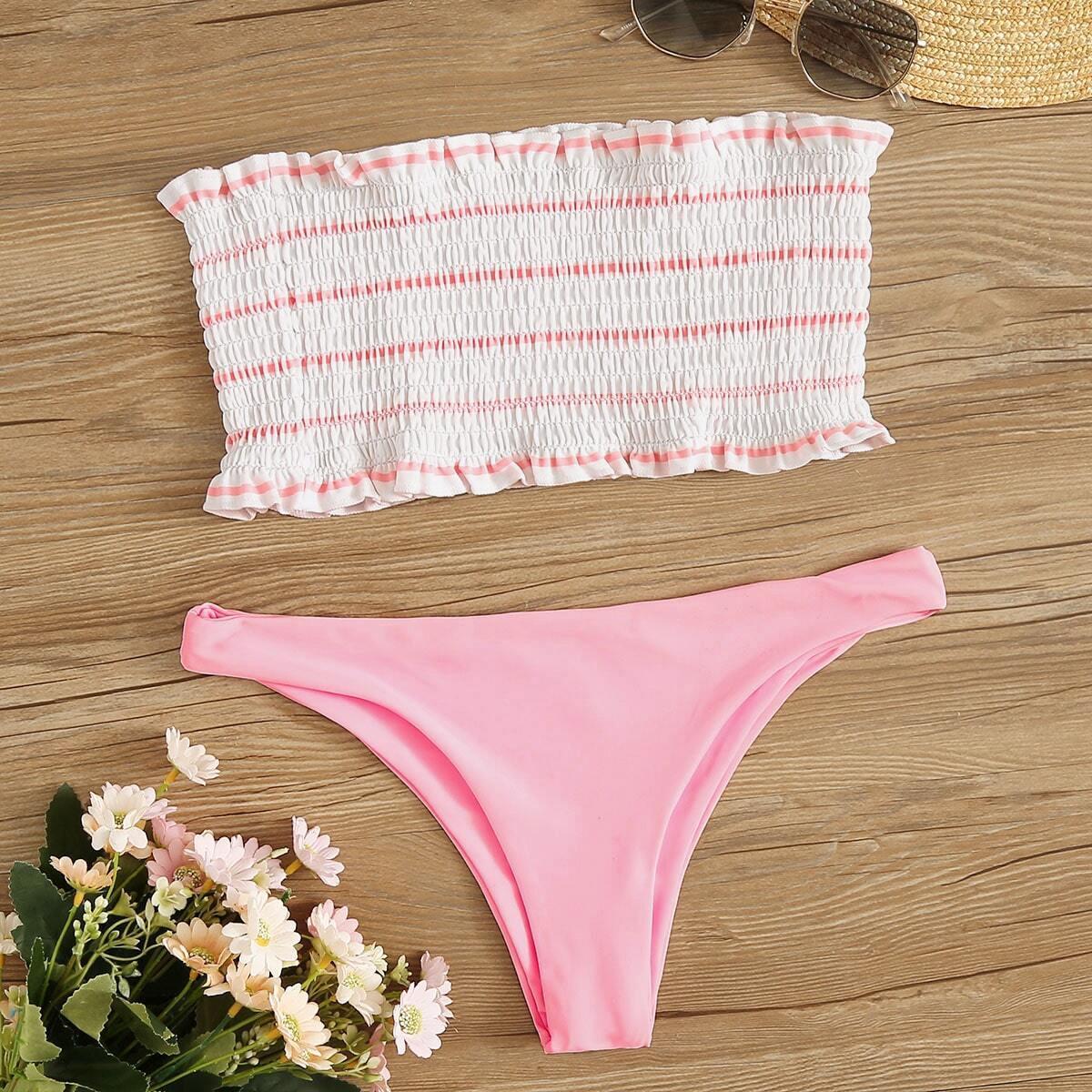 Bandeau mit Streifen und Bikini Set