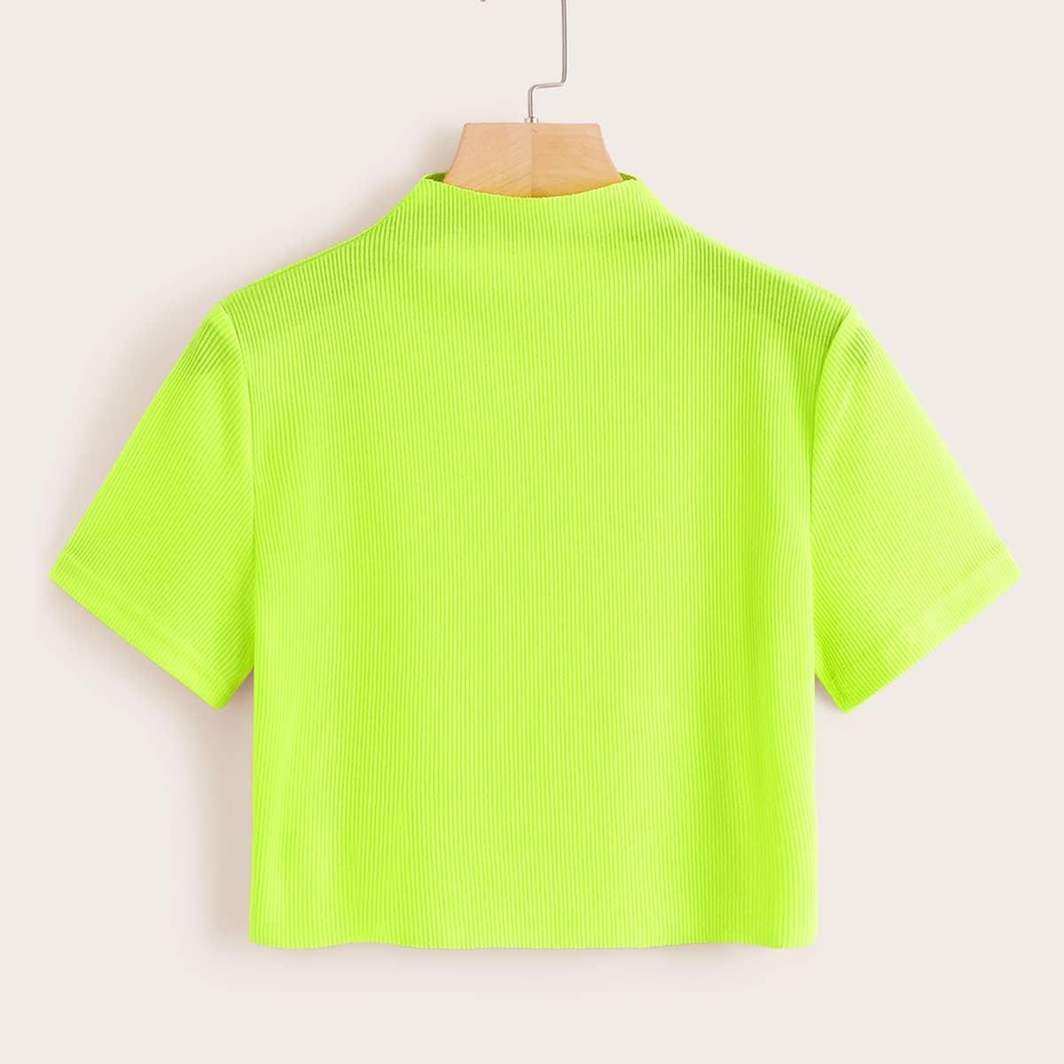 Короткая футболка в рубчик