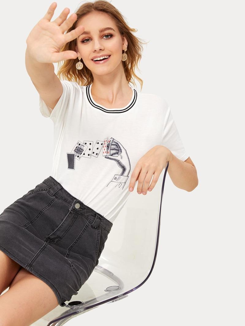 9981bac5e1 Camiseta de cuello con rayas con estampado de póker