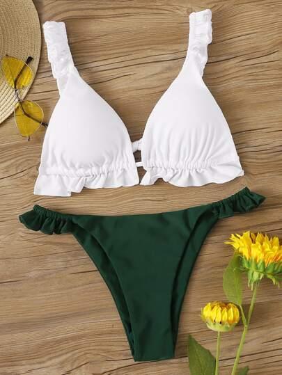 ba27b44f6 Set de bikini top de cuello profundo ribete fruncido con tanga