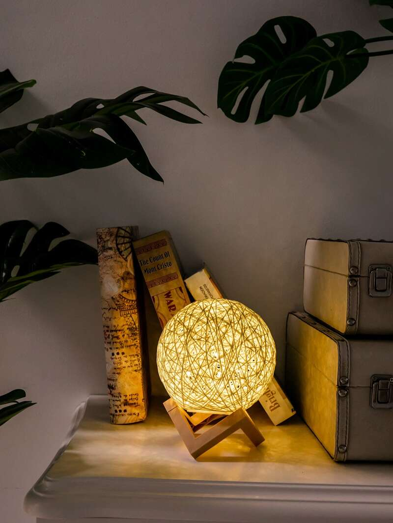 Rattan Detail Round Table Lamp