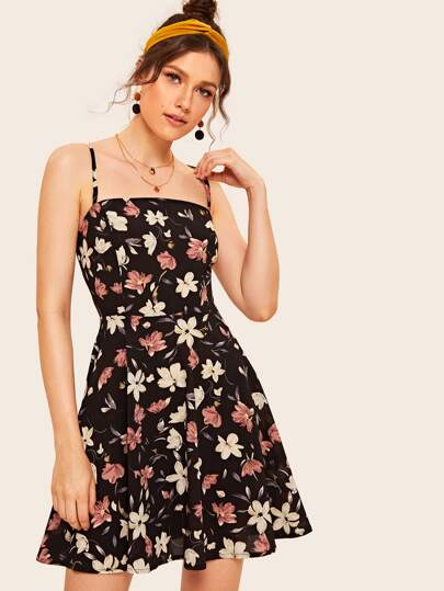 bfa372520c6 Cami Kleid mit Blumen Muster und Band hinten
