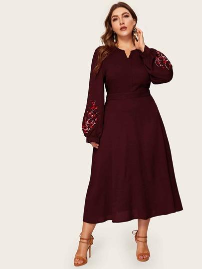 40565f984 فستان مقاس كبير بأكمام فانوس مطرز وبفتحة عنق