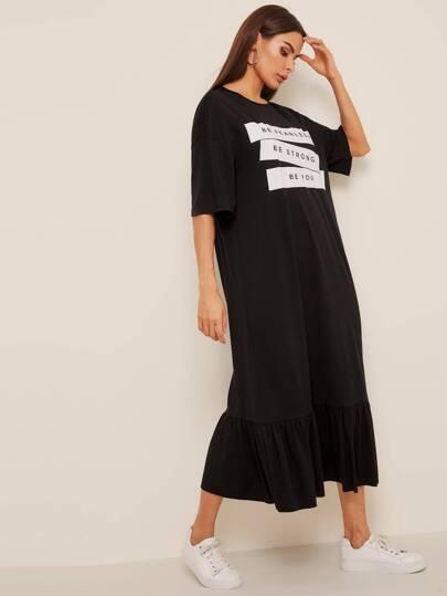 c696e6e011971 فستان نمط تي شيرت بحافة مكشكشة مع طباعة شعار