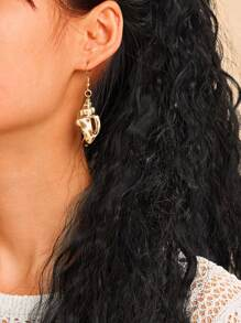 Conch Shaped Drop Earrings 1pair
