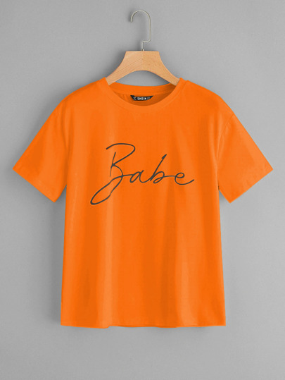 Top con estampado de letras de color naranja neón