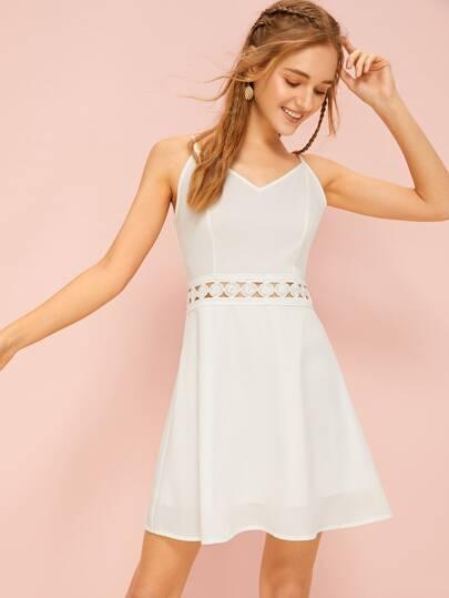 ce127102e5d Robe à fines brides unicolore avec pièce en crochet