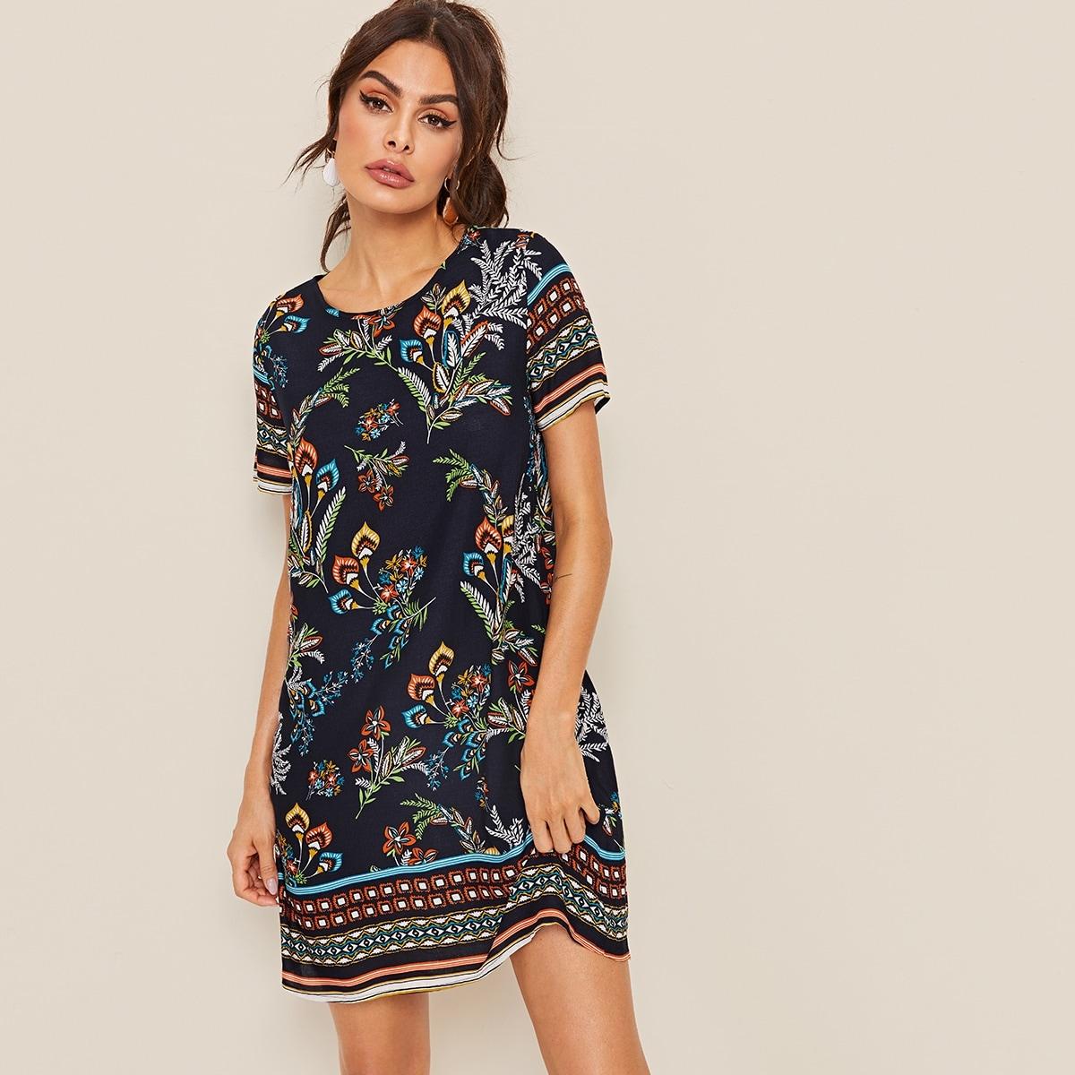 Платье с оригинальным принтом и застежкой сзади
