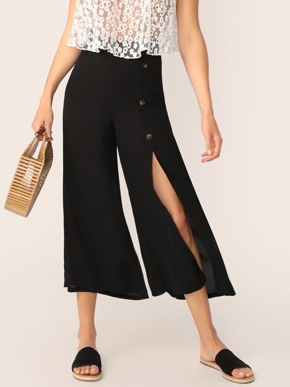 8e4fe5e5d7 Pantalones anchos con abertura alta con botón