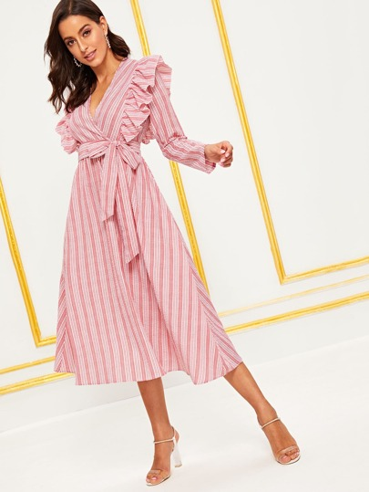 0baddfee11e79 فستان مخطط و مطوي بحزام ذاتي ومقلم بكشكش