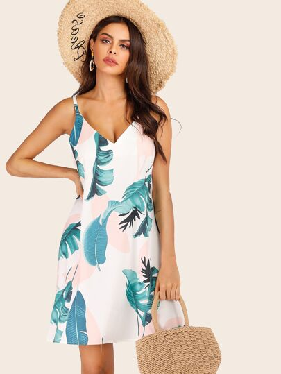a07353a97af Robe à fines brides avec imprimé tropical