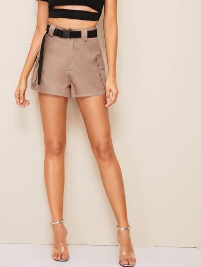 981928ce8ad4 Shorts con tasca e cinture