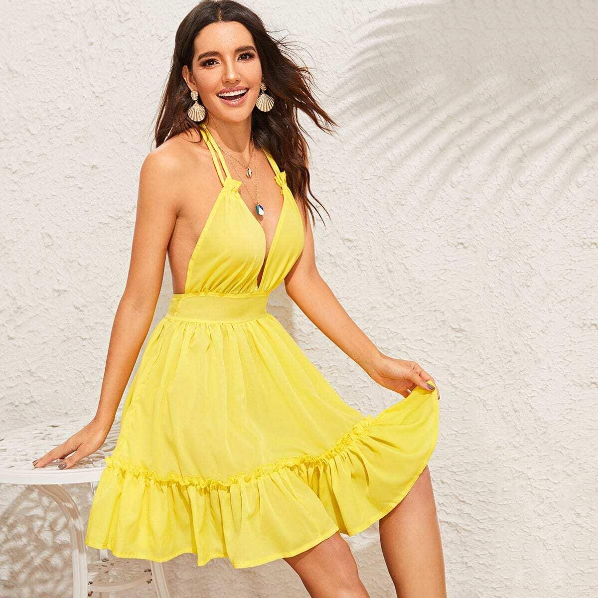 Платье-халтер с открытой спинкой и глубоким вырезом