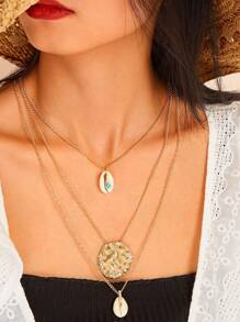 Shell & Hammered Metal Pendant Layered Necklace 1pc