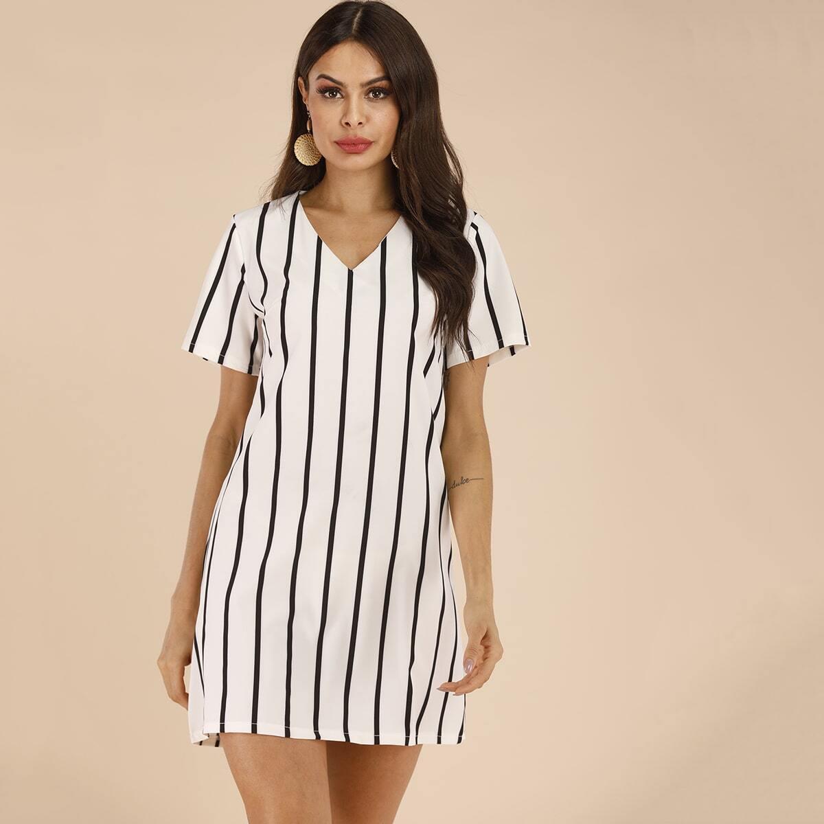 Полосатое платье-футболка с v-образным вырезом