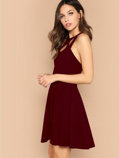 e5de55bc7ceb1 Rückenfreies Kleid mit Käfig-Hals