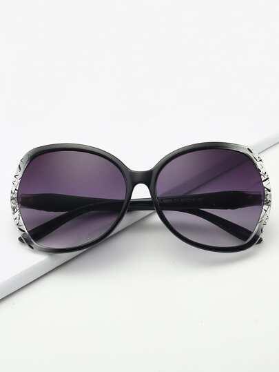 30b0f5b89 نظارات شمسية بعدسة ملونة مع اطار بلونين