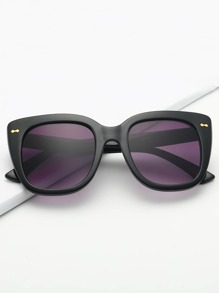 Solid Frame Tinted Lens Sunglasses