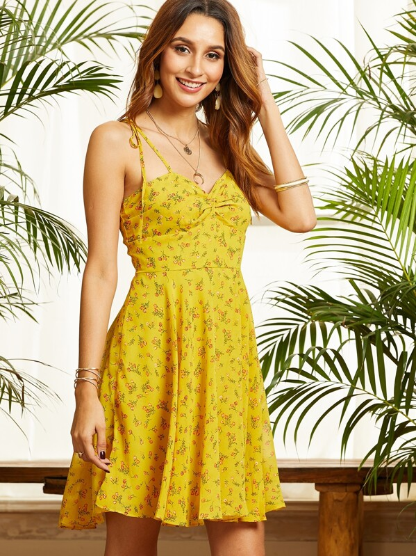 7203a2278239 SBetro Ditsy Floral Print Twist Front Sundress | SHEIN