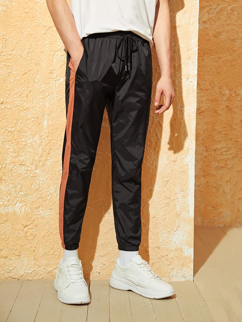 a7d82a91a7f6 Pantalones rompevientos de hombres de lado de rayas de cintura con cordón |  ROMWE