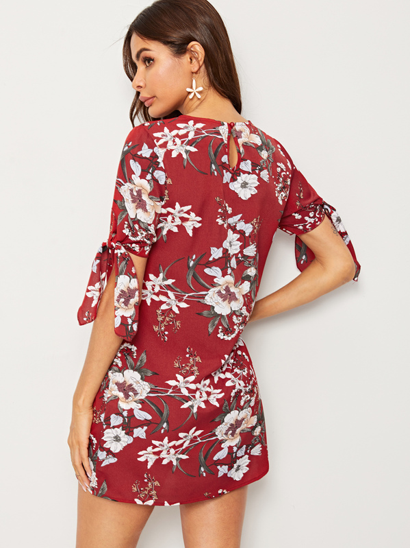 f60564ed9dcb9 Keyhole Back Floral Print Knotted Cuff Dress   SHEIN UK