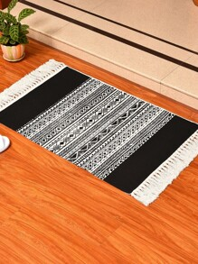 Graphic Pattern Woven Tassel Rug