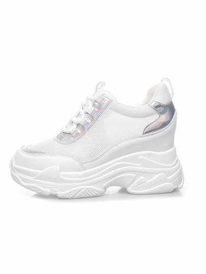 e34b953fd حذاء رياضي شبكي بباطن مكتنز وبأربطة امامية
