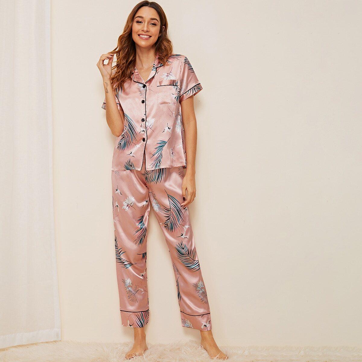 Атласная пижама с графическим и тропическим принтом