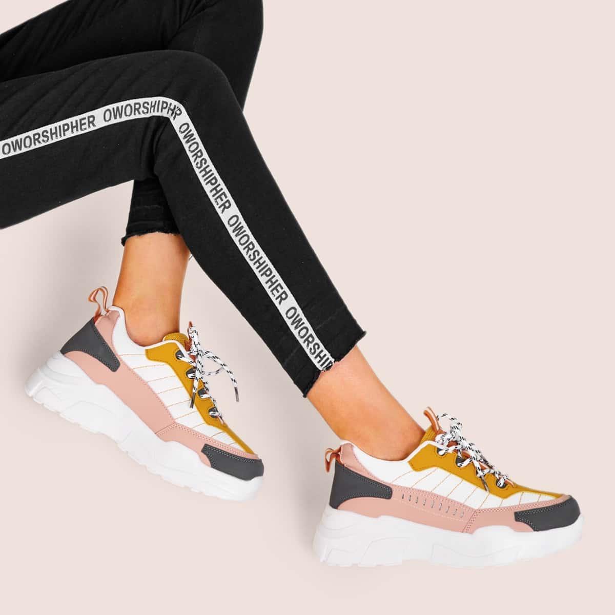 Контрастные кроссовки на толстой подошве