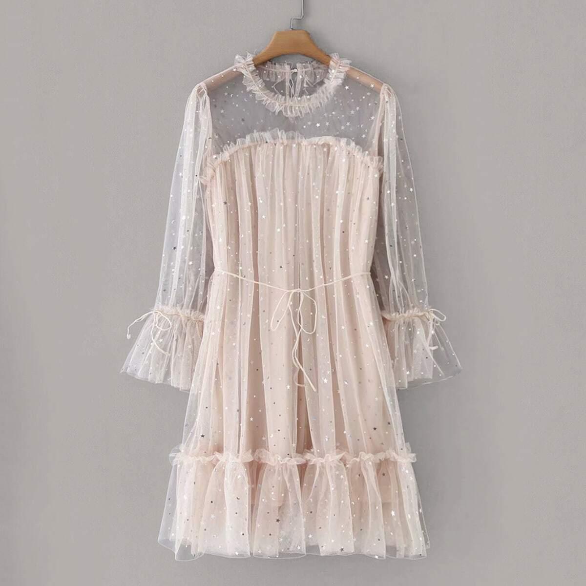 Платье Из Фатина С Блестками И Оригинальным Рукавом