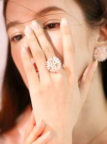 Flower Shaped Ring 1pc