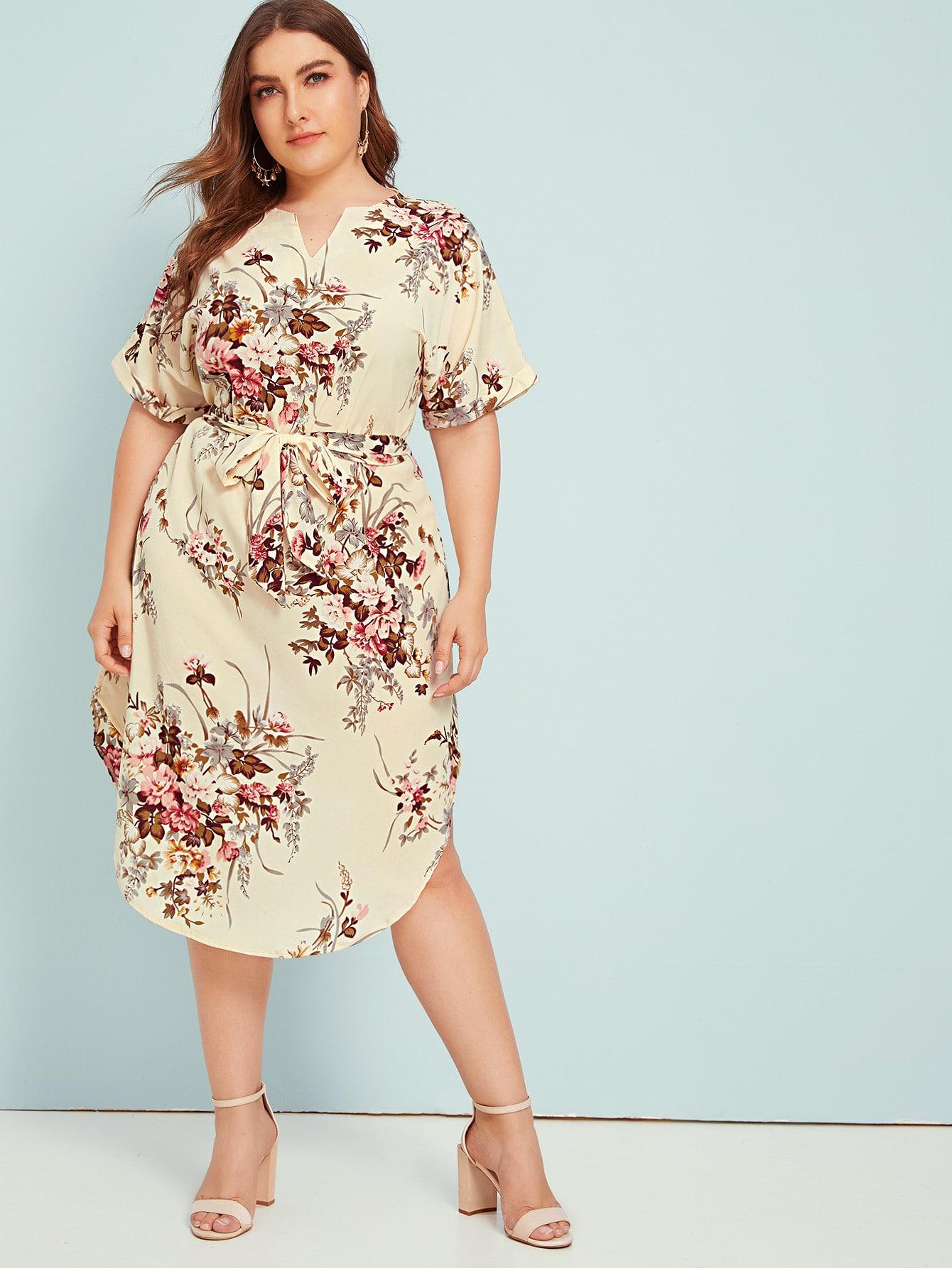 Midi Kleid in Übergröße mit Blumen Muster, eingekerbtem ...
