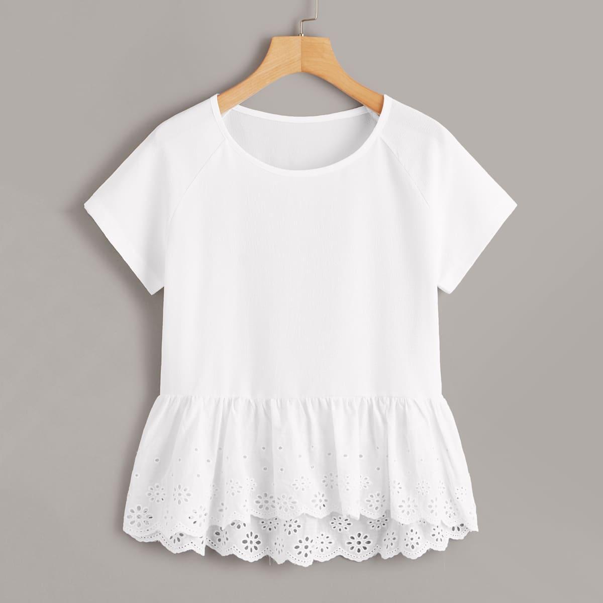 Нарядная блуза с оборкой из шитья