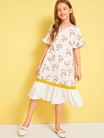d1ac0c9b6 فستان بالوان متجانسة مع حافة وكفة مكشكشة وبطباعة زهر للبنات