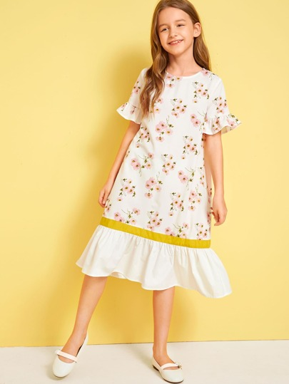 d0f423eec فستان بالوان متجانسة مع حافة وكفة مكشكشة وبطباعة زهر للبنات