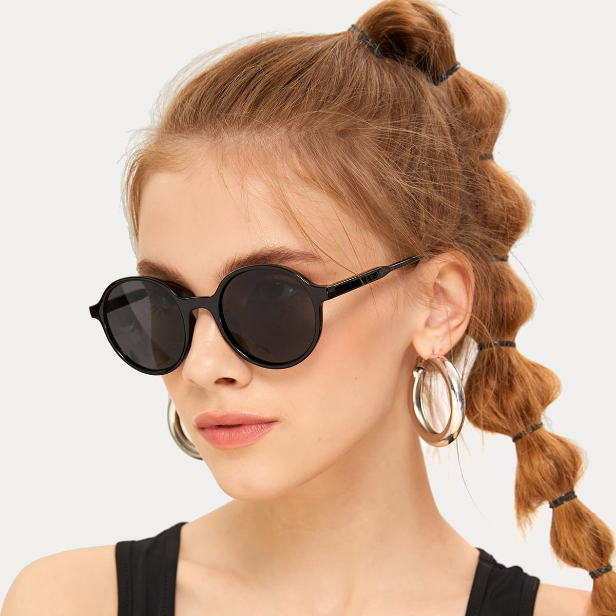Круглые солнцезащитные очки в однотонным оправе