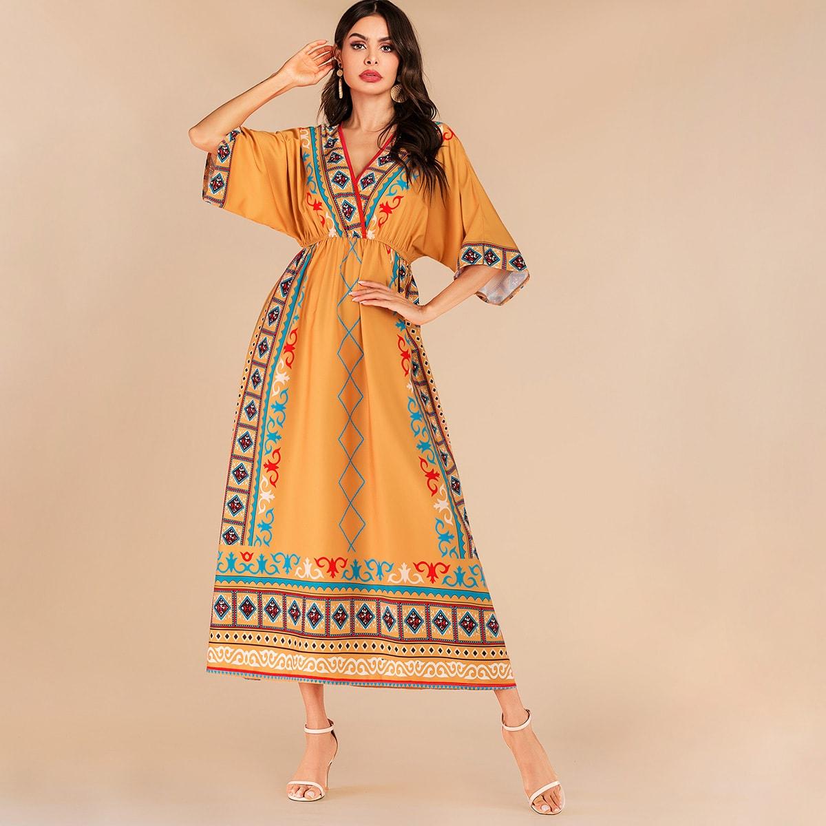 Платье на резинке с оригинальным рукавом и графическим принтом
