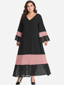 Plus Contrast Panel Pleated Dress