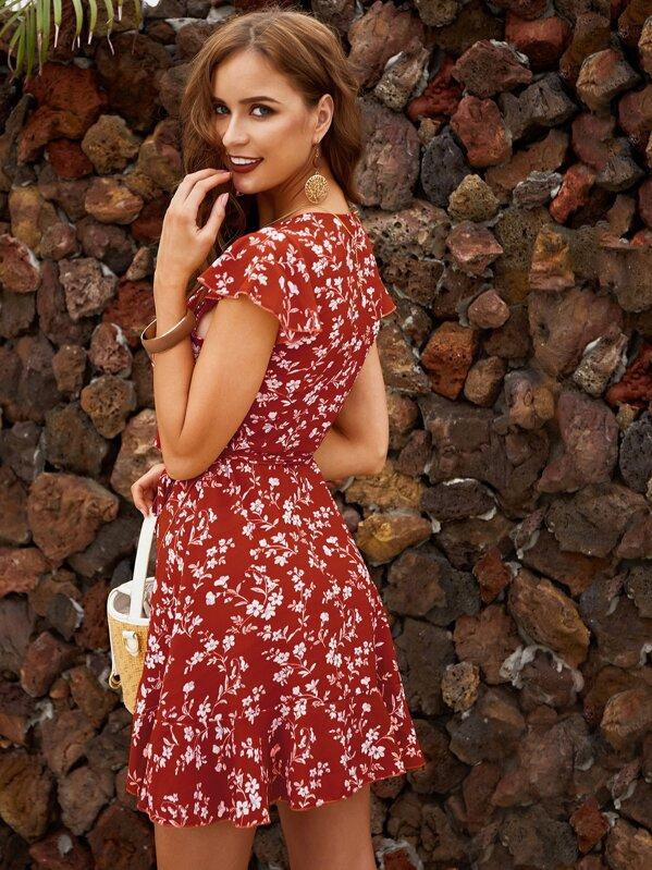 fb1b97486 Vestido bajo asimétrico fruncido cruzado con estampado floral de margarita