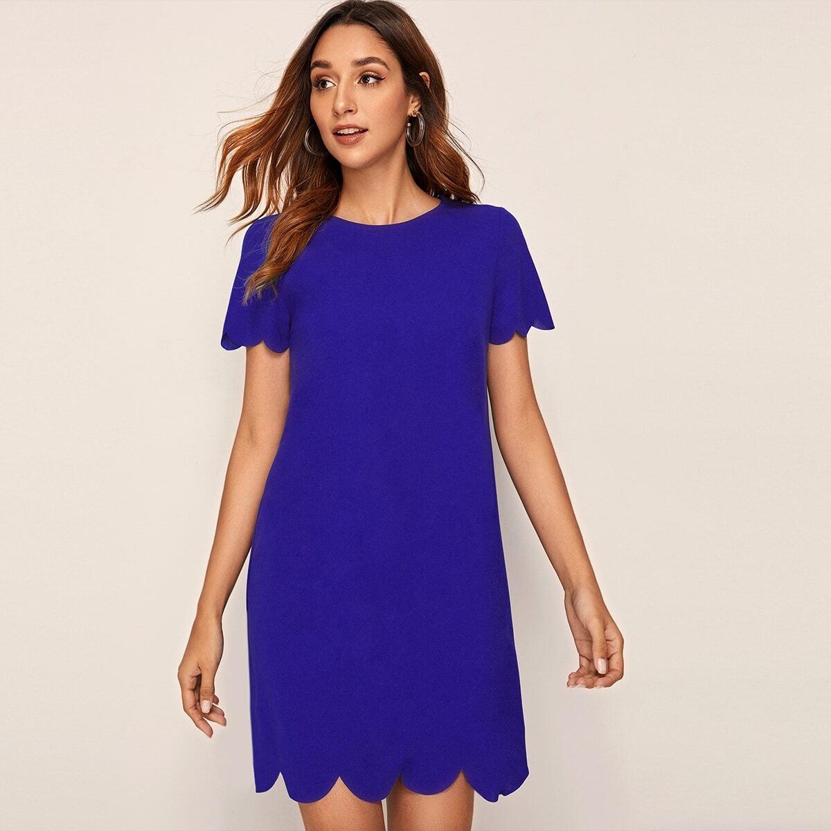 Платье с оригинальной отделкой