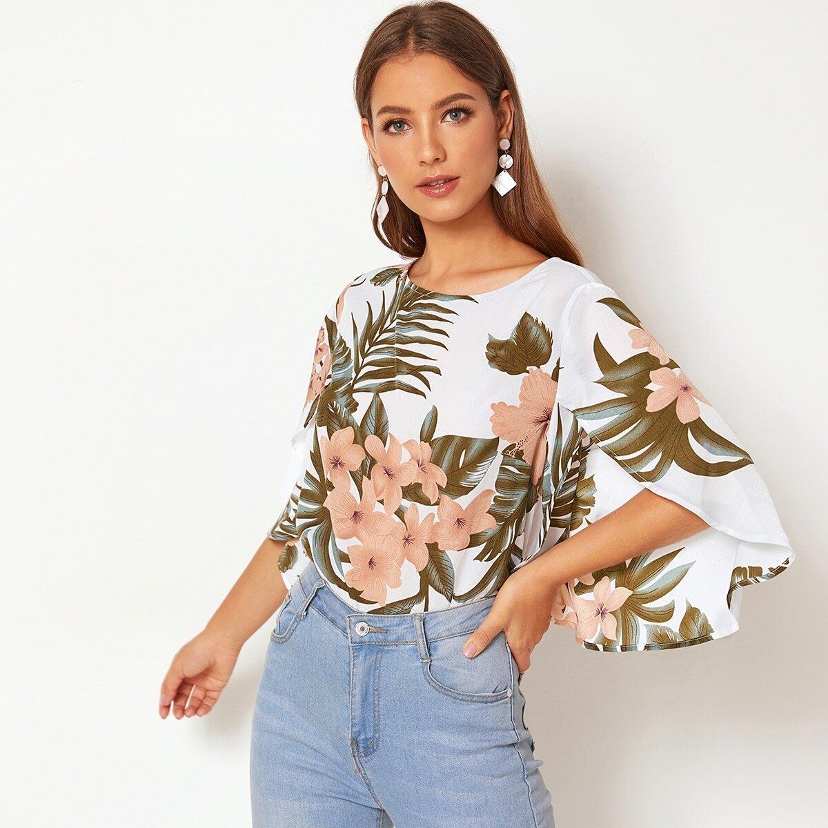 Блуза с расклешенными рукавами с разрезами и цветочным принтом