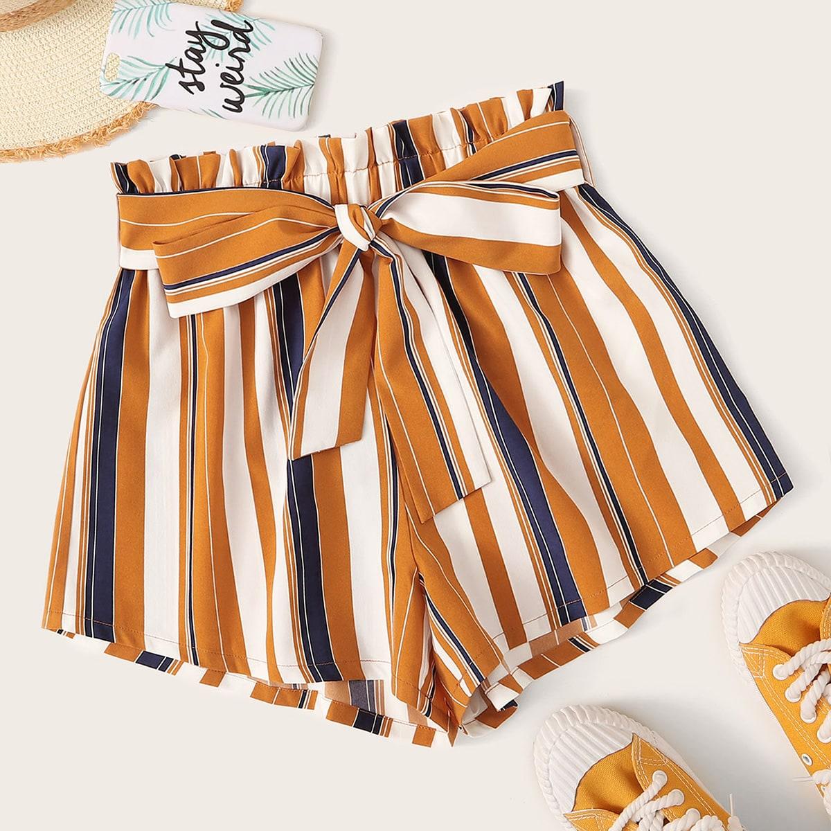 Shorts mit Papiertasche um die Taille und Streifen