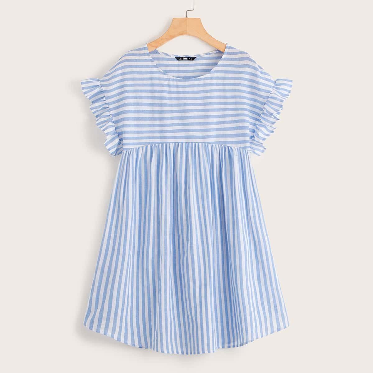 Полосатое платье с оборкой размера плюс