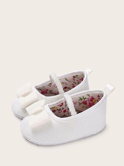 ef19dd28fa Zapatillas de bebé niña con estampado floral con diseño de lazo