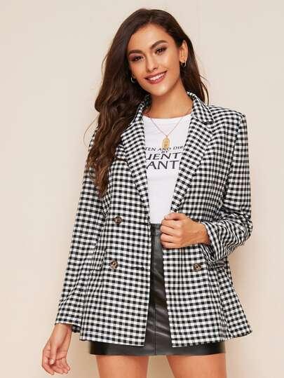 Пиджак с пуговицами и разрезом на воротнике