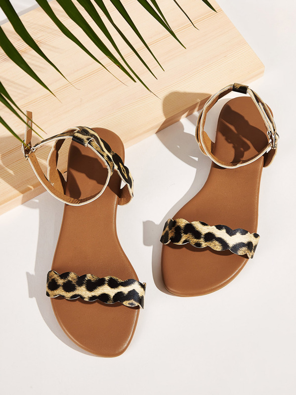 Scalloped Flat Leopard Sandals Print PukZTXiO